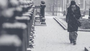 手足の冷えは男性も注意!冷え性の原因とは?