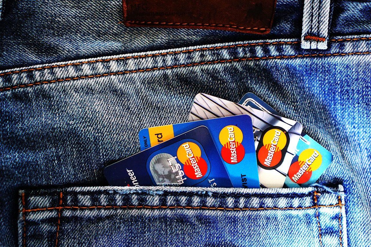 ズボンに入ったクレジットカード