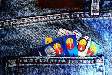 クレジットカードの審査が通りやすい人の基準とは?