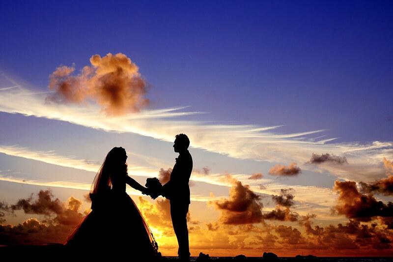 夕日をバックにプロポーズ